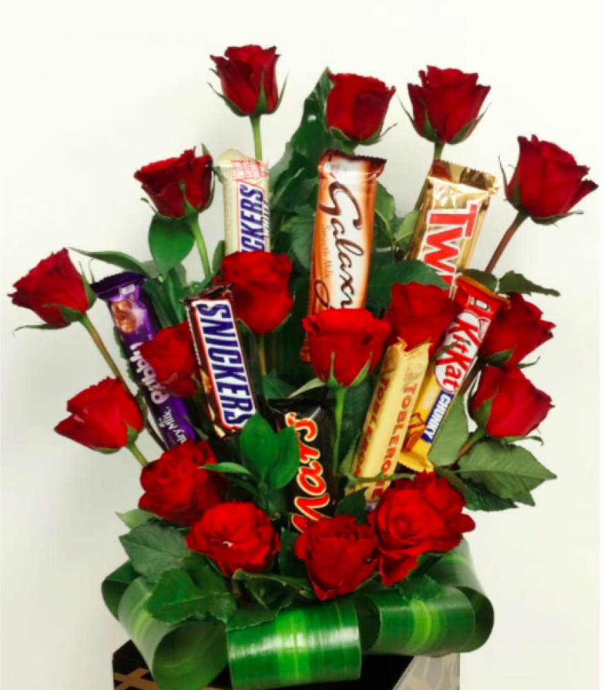 Chocolate red roses bouquet wedelivergifts chocolate red roses bouquet loading zoom izmirmasajfo