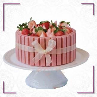 KitKat Strawberry Cake