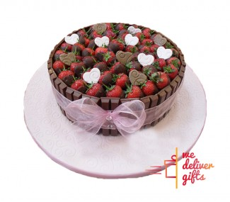 Kitkat Strawberry Cake