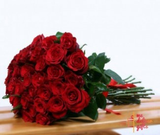 25 red Roses 2 balloons aran 1 chocolate